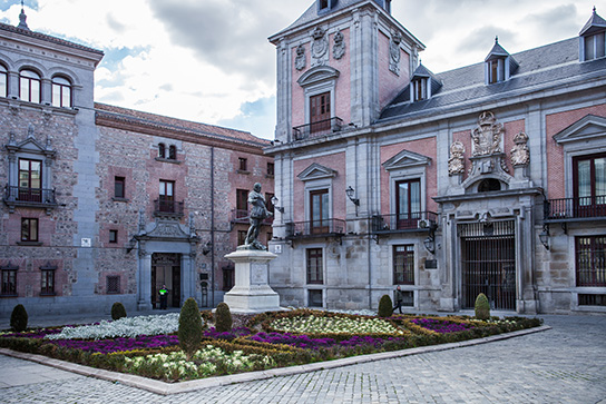 Plaza de la Villa - Madrid de los Austrias Walking Tour