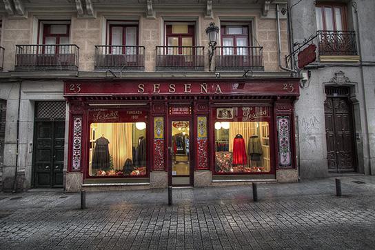 Capas Sesena store facade